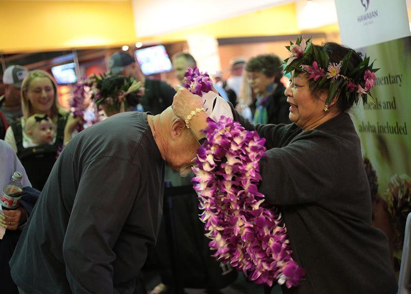 Hawaiian Airlines Celebrates 10 Years at Oakland International Airport