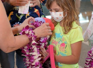 Guests on HA85 received lei upon boarding