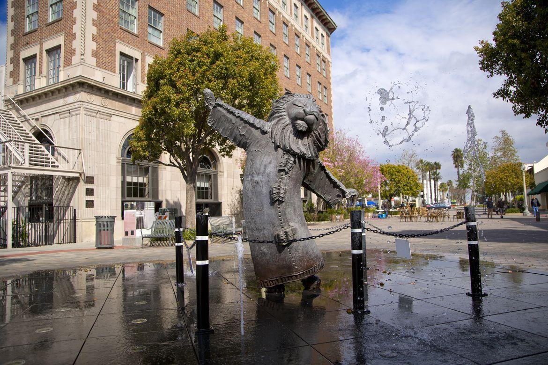 Culver City lion statue