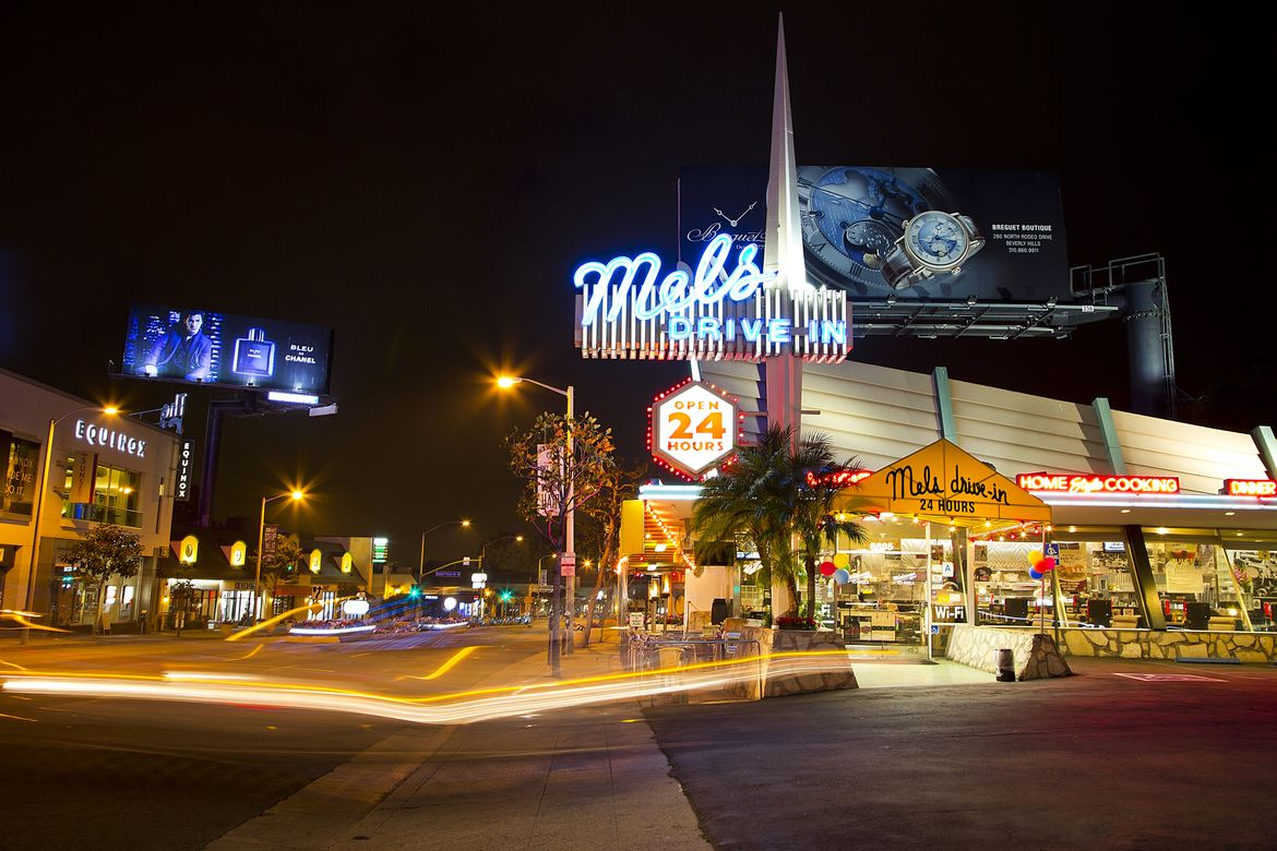 Mels Drive In - night