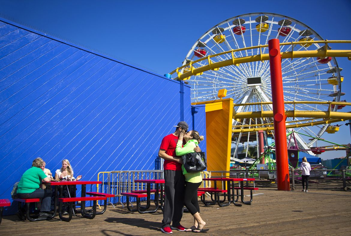 Santa Monica pier couple