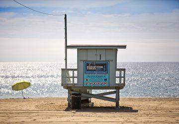Beach lifeguard tower