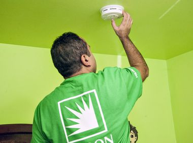 Edison Volunteers Help Install Smoke Detectors in El Monte Homes