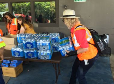 SCE Installs Generators, Distributes Water and Ice in Downtown Long Beach