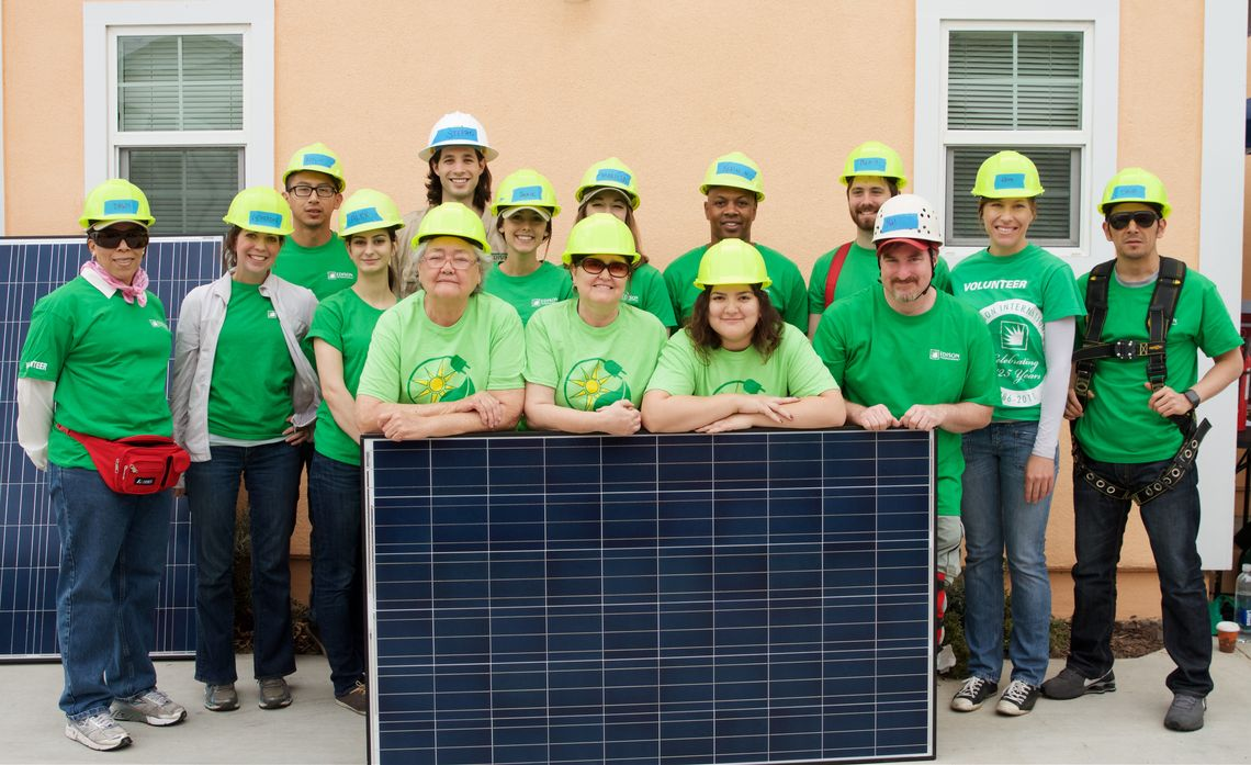 EcoIQ Volunteer Event with GRID Alternatives