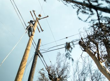 SCE Crews Continue to Make Repairs as Thomas Fire Still Burns