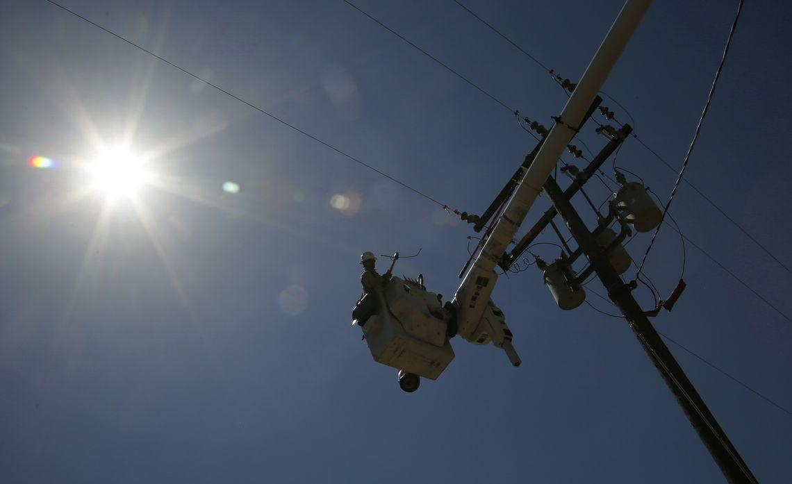 SCE crews work in heat wave