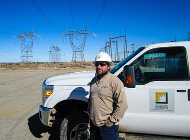 SCE Employee Comes to Aid of Stranded Motorist