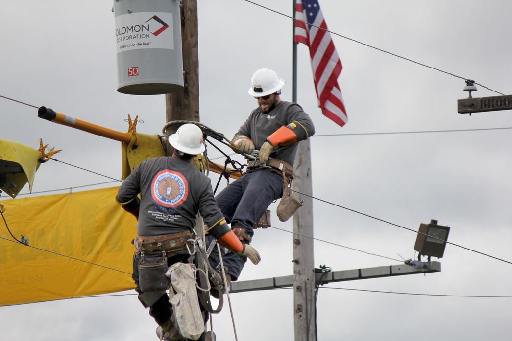 SCE Teams Compete at International Lineman's Rodeo