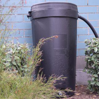 Entrega de los Barriles Contenedores de Agua de Lluvia
