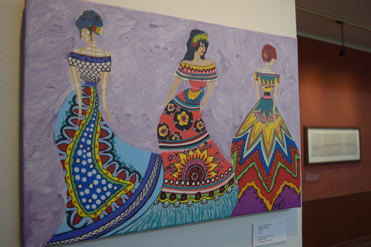 Chicas Bonitas Exhibit at La Retama Library