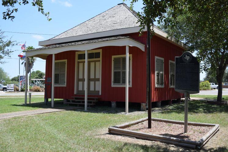 Nuecestown Schoolhouse