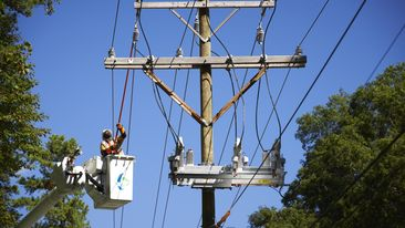 Duke-Energy-Lineman-At-Work02