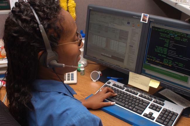 Duke-Energy-Call-Center-Employee-02