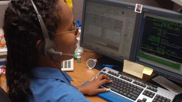 Duke-Energy-Call-Center-Employee-02