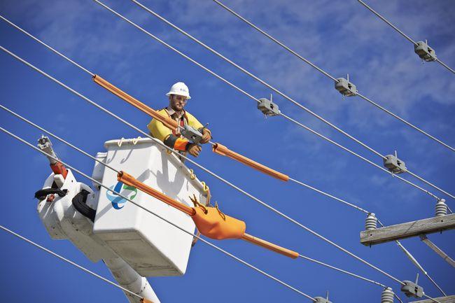 Duke-Energy-Lineman-At-Work01