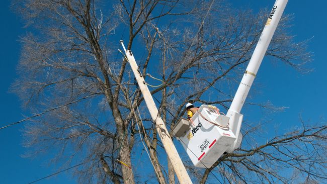 Power crews working to restore electricity in Indiana