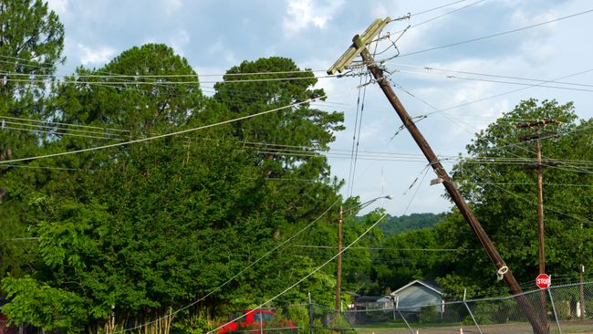 Power crews working to restore electricity in Ohio and Kentucky