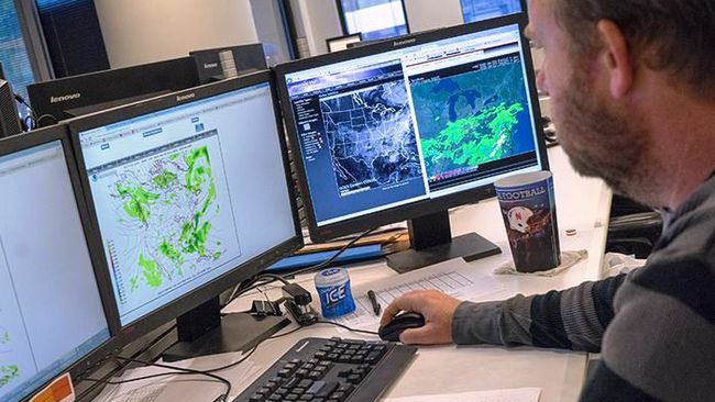 In the Carolinas, Duke Energy meteorologists keeping a close eye on Hurricane Matthew
