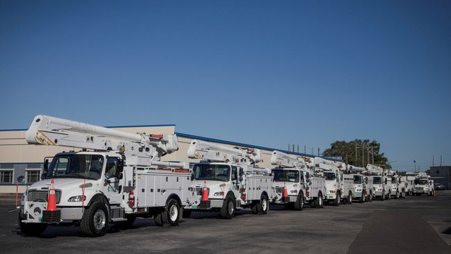 Duke Energy deploys line workers and support personnel from Indiana to assist power restoration after Hurricane Irma