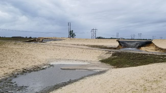Sutton landfill erosion of sandy base, where no coal ash is placed, following Hurricane Florence. Photo uploaded Sept. 19, 2018.