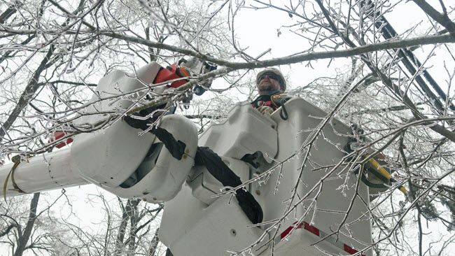 Duke Energy crews restore power in Carolinas as milder winter storm moves through region