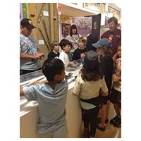 kids-visiting-museums-sm-1
