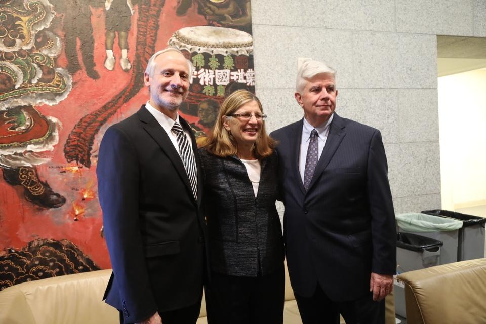 Judge Donna Groman (Center)