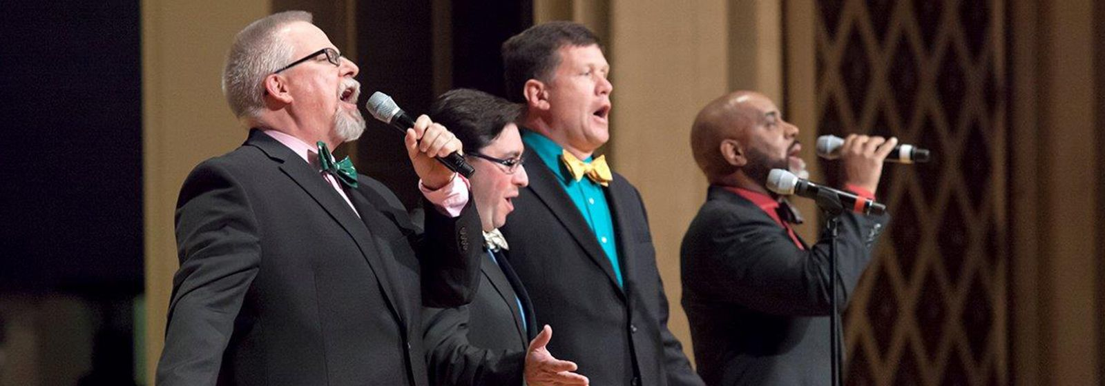 Video: 'You raise me up' stirs crowd