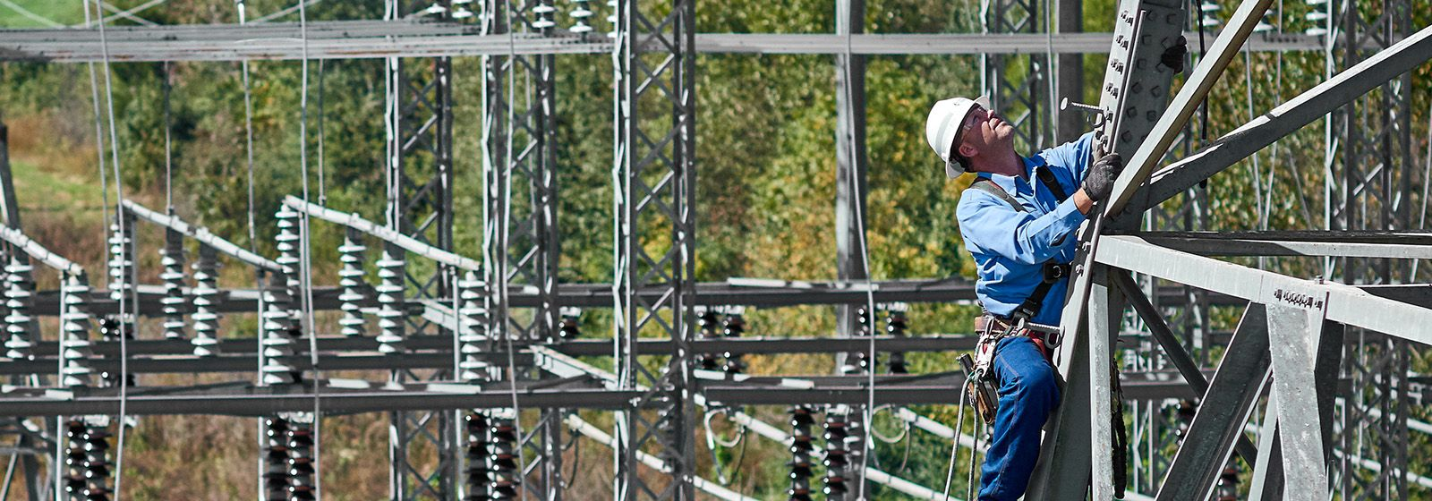 How to become an energy company lineworker