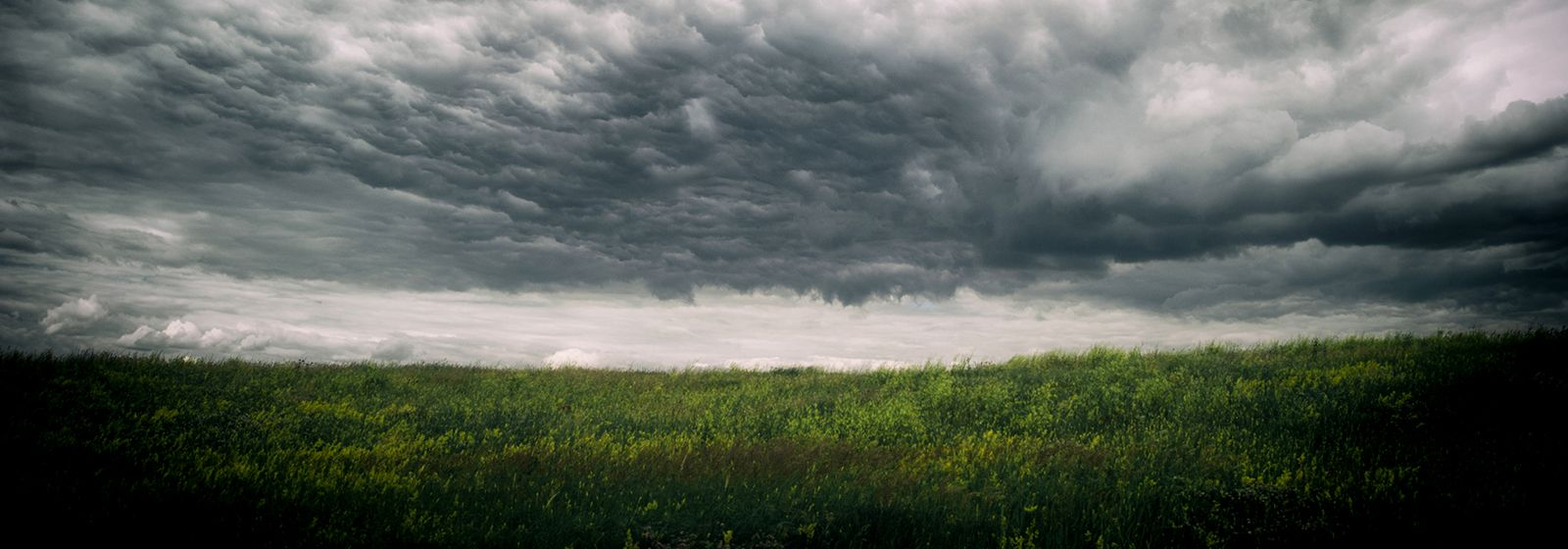 What to do to stay safe in a thunderstorm