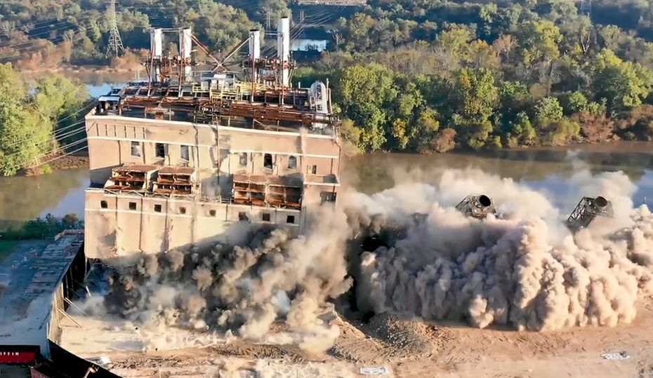 Implosion levels remains of old Buck power plant