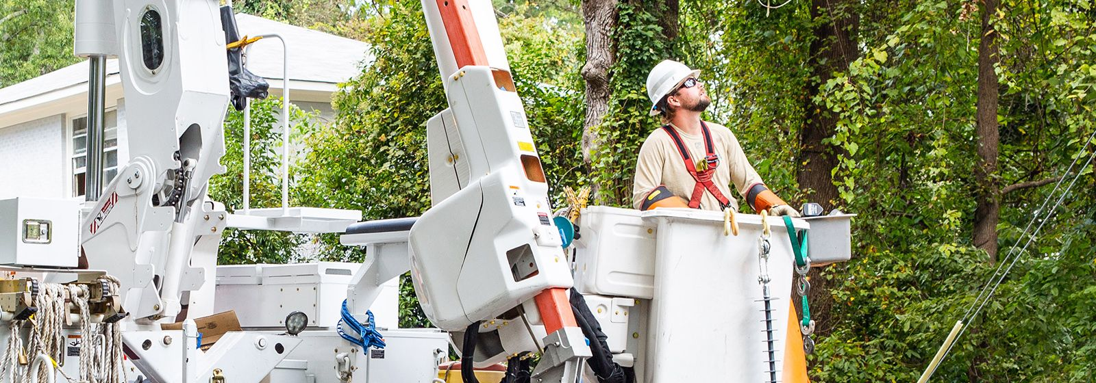 Electrification makes bucket trucks cleaner, quieter