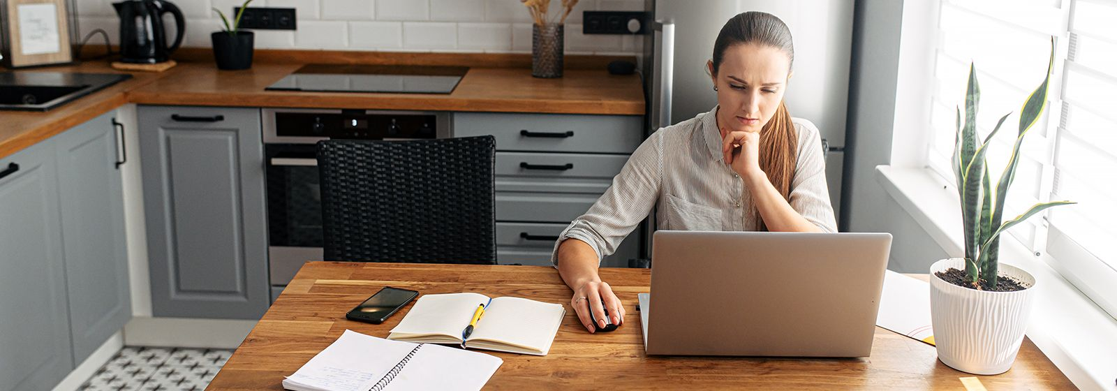 10 easy ways to save energy while working from home