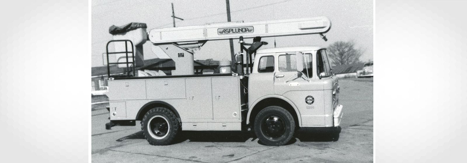 Retro photos: So many bucket trucks