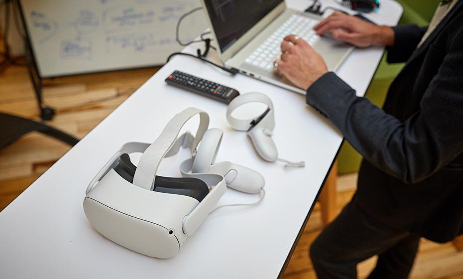 2021-0512-Virtual-Reality-930-2