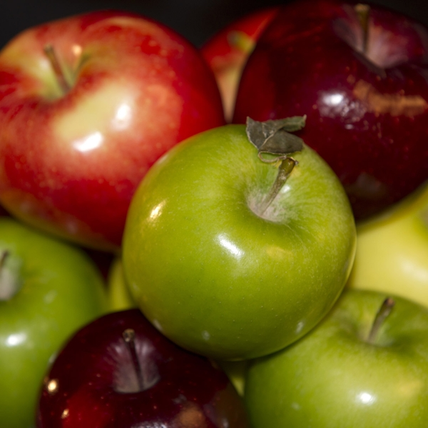 Apples_4_types_above_in_bowl