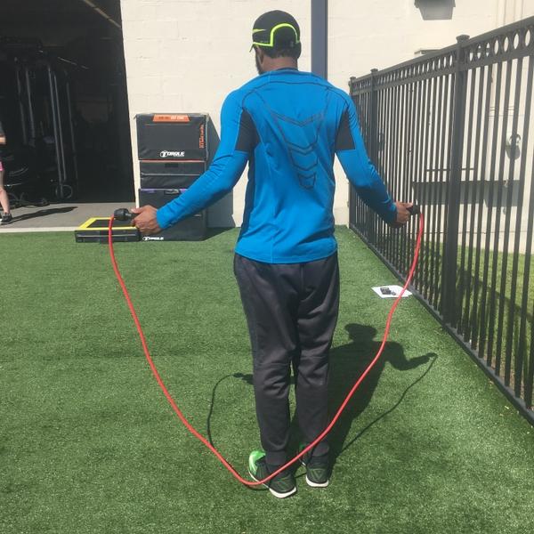 Man+jumping+rope