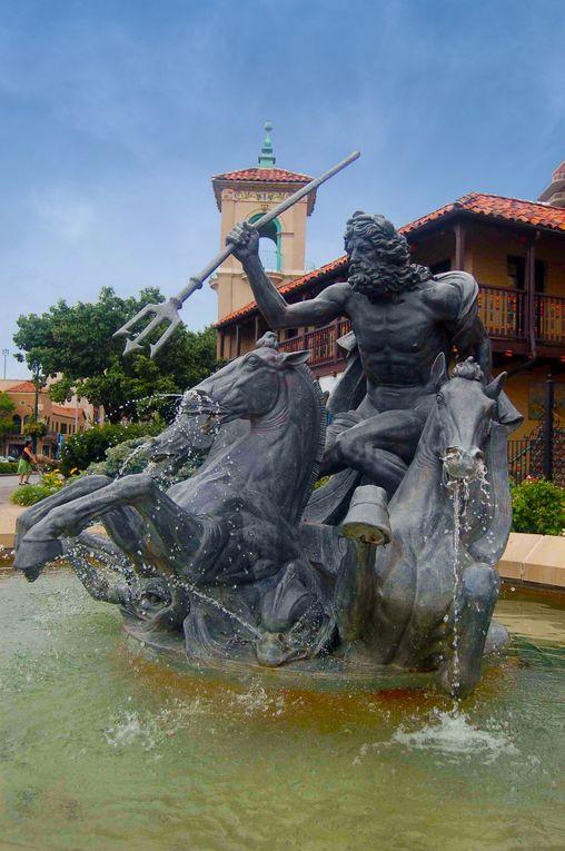Neptune Fountain, Country Club Plaza