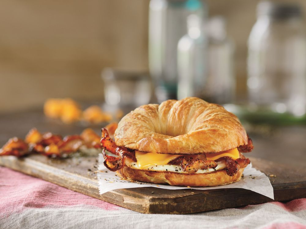 HAPPY NATIONAL SANDWICH DAY: DUNKIN' DONUTS INTRODUCES SWEET BLACK PEPPER BACON BREAKFAST SANDWICH