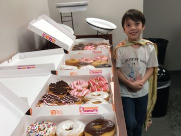 """Donut Boy's"" Mission to Thank Every Cop in America with Donuts"