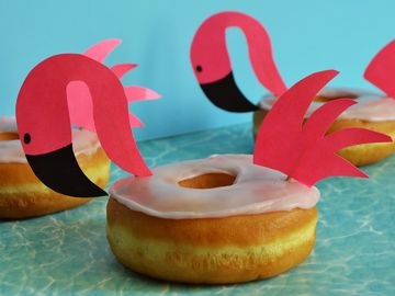 Celebrate Summer with These Trendy DIY Flamingo Float Donuts