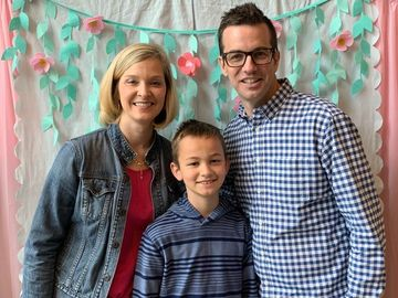 Local Kentucky Pastor and Son Pay It Forward at Dunkin' In Honor of Late Wife