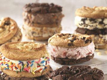Warm Cookie Ice Cream Sandwiches_Lifestyle