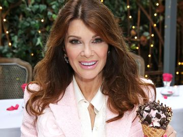 Lisa Vanderpump_Baskin Robbins Fancy Cone_1