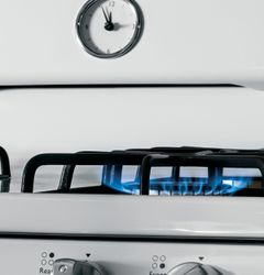 GE Artistry™ Series Freestanding Gas Range (Model AGBS45DEFWS)