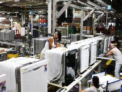 Chataya Porter, GE dishwasher production employee