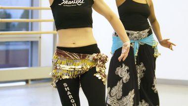Sharon Zaslaw teaching SharQui Bellydance. Photo by Kyle Froman