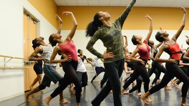 Lisa Johnson-Willingham leads students at the Ailey Experience Atlanta 2016. Photo by Shoccara Marcus.