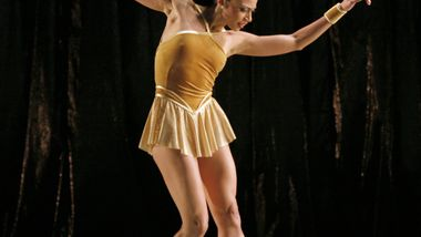 AAADT's Linda Celeste Sims in Twyla Tharp's The Golden Section.  Photo by Paul Kolnik
